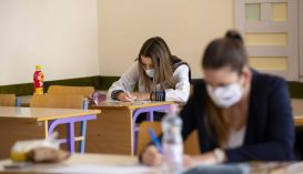 A tanügyminiszter szerint a járvány idején zajló vizsgákon lennebb kell engedni a mércét