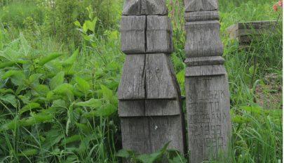 Nagy a fű a temetőben