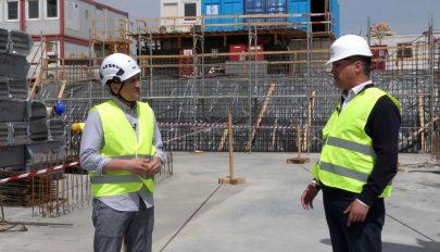 Halad a brassói reptér építése