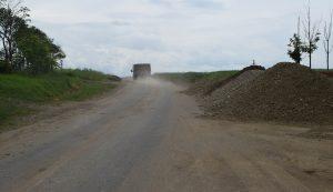 A tervek szerint nem lesz sokáig poros a Felcsőcsernátont Torjával összekötő út