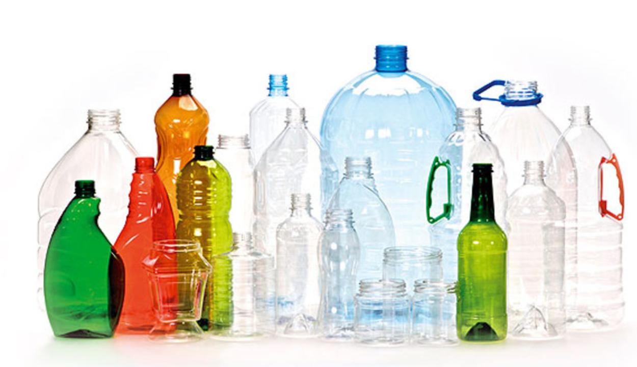 Jövő júliusban kezdődik az egyszer használatos műanyagok kivezetése Magyarországon