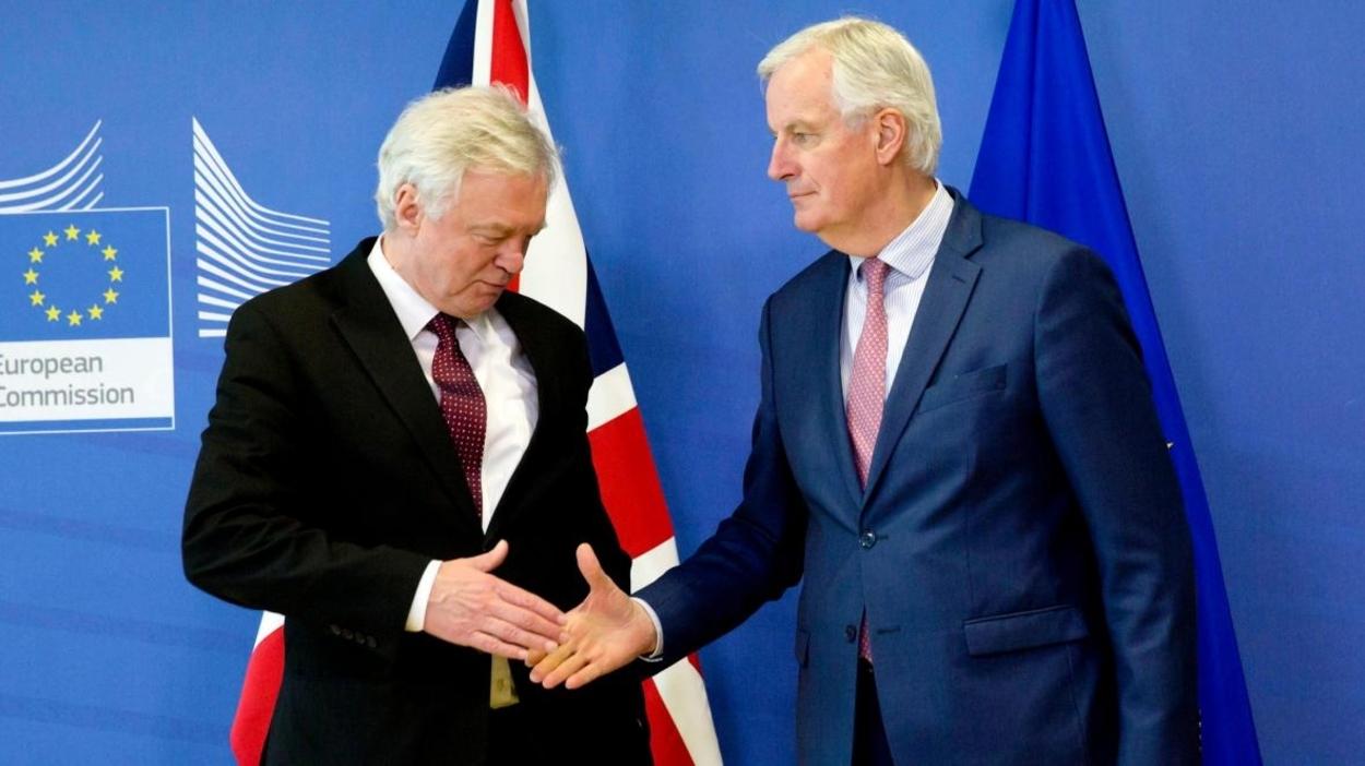 Megakasztotta a brexit-tárgyalásokat a koronavírus-járvány