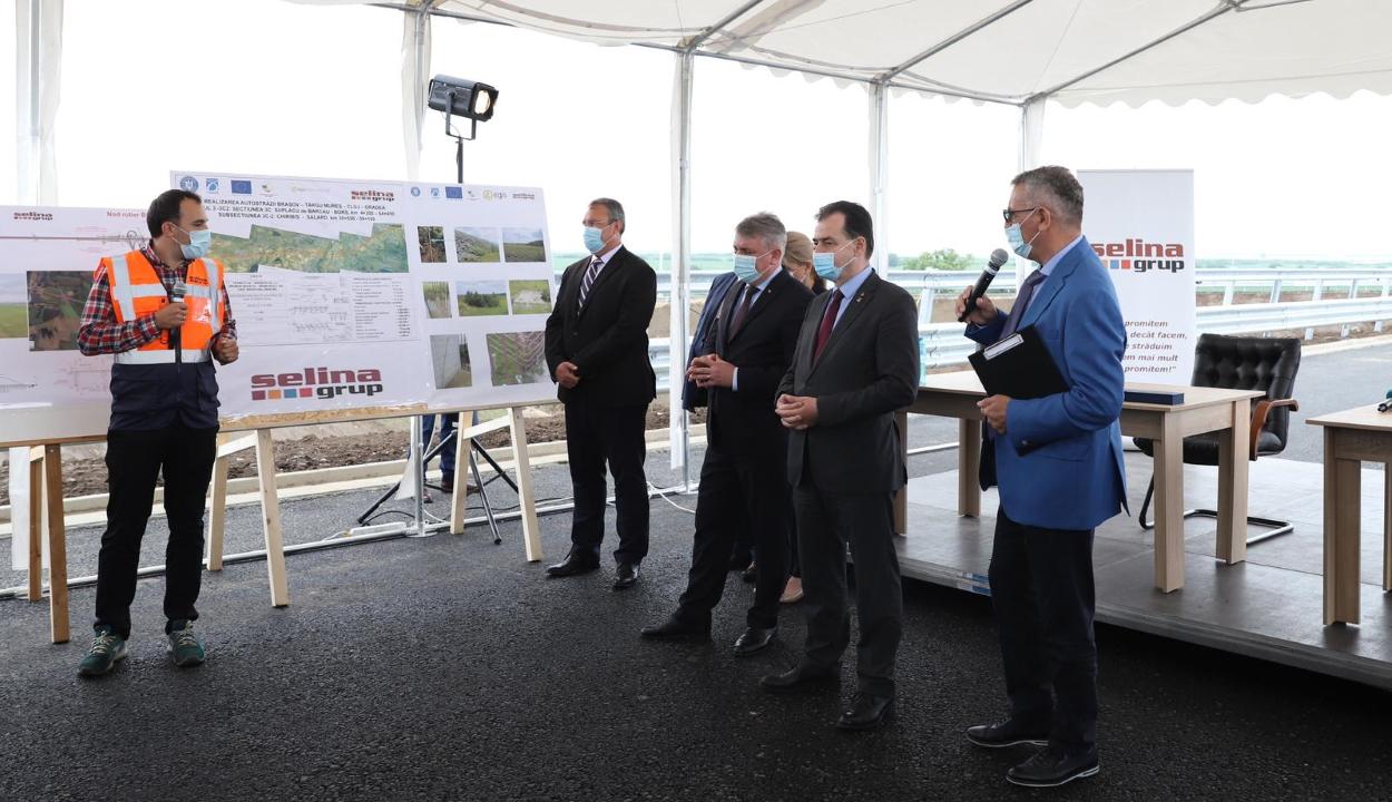 A kormány az eredeti elképzelés szerint építené meg az észak-erdélyi autópályát