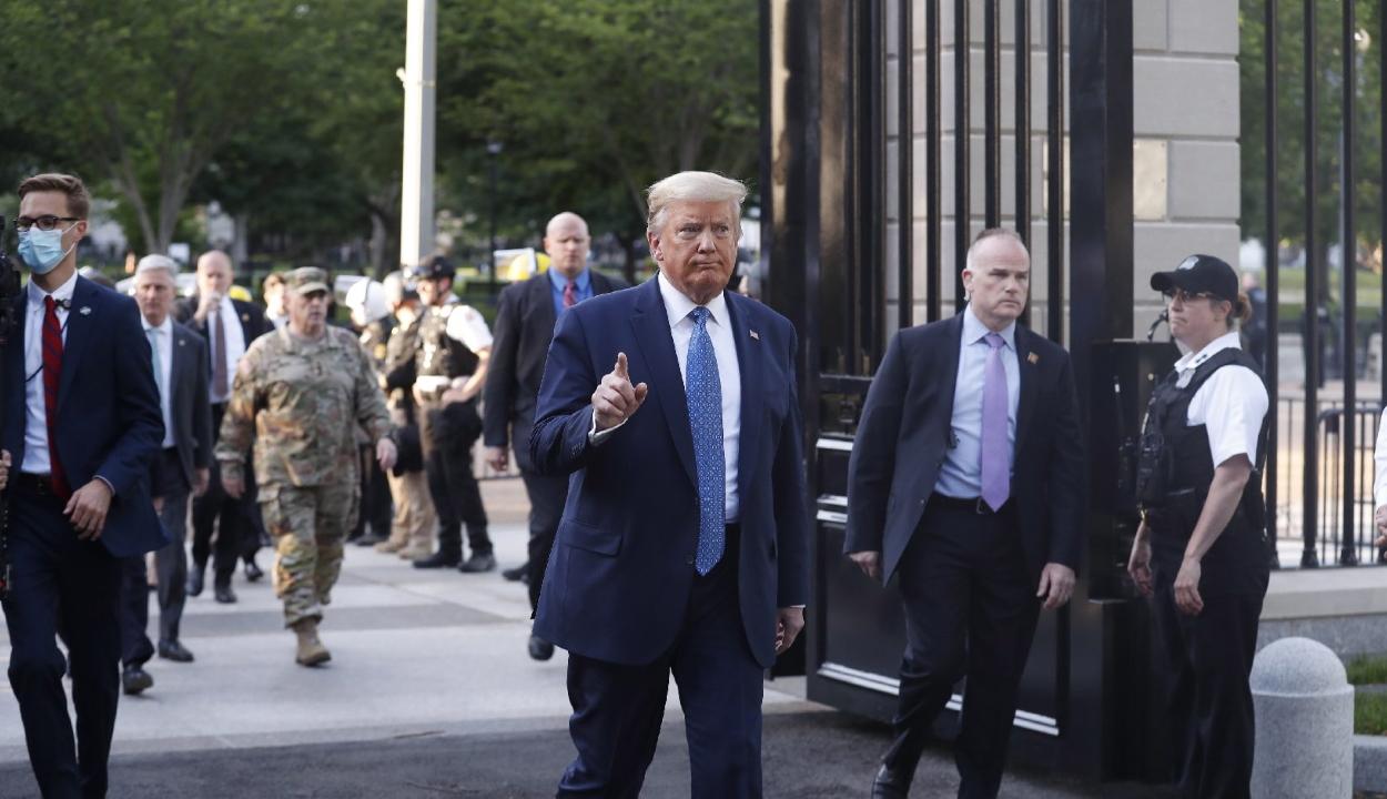 """Donald Trump rendet ígér, ha szükséges """"katonásat"""""""