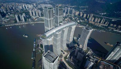 """Egy 300 méteres """"vízszintes felhőkarcoló"""" lett Kína legújabb látványossága"""