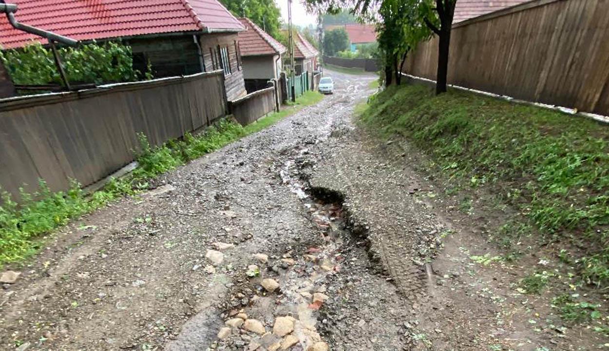Utakat mosott el a víz