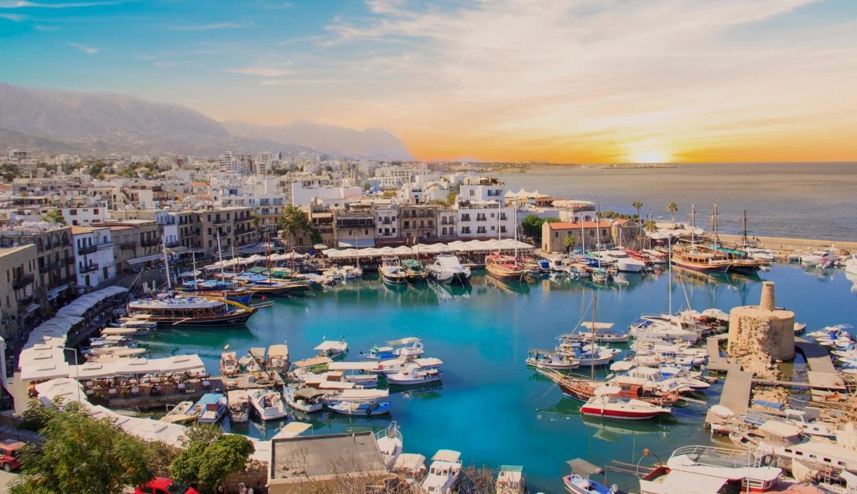 Csak negatív teszteredménnyel és különleges engedéllyel utazhatnak Ciprusba a román állampolgárok