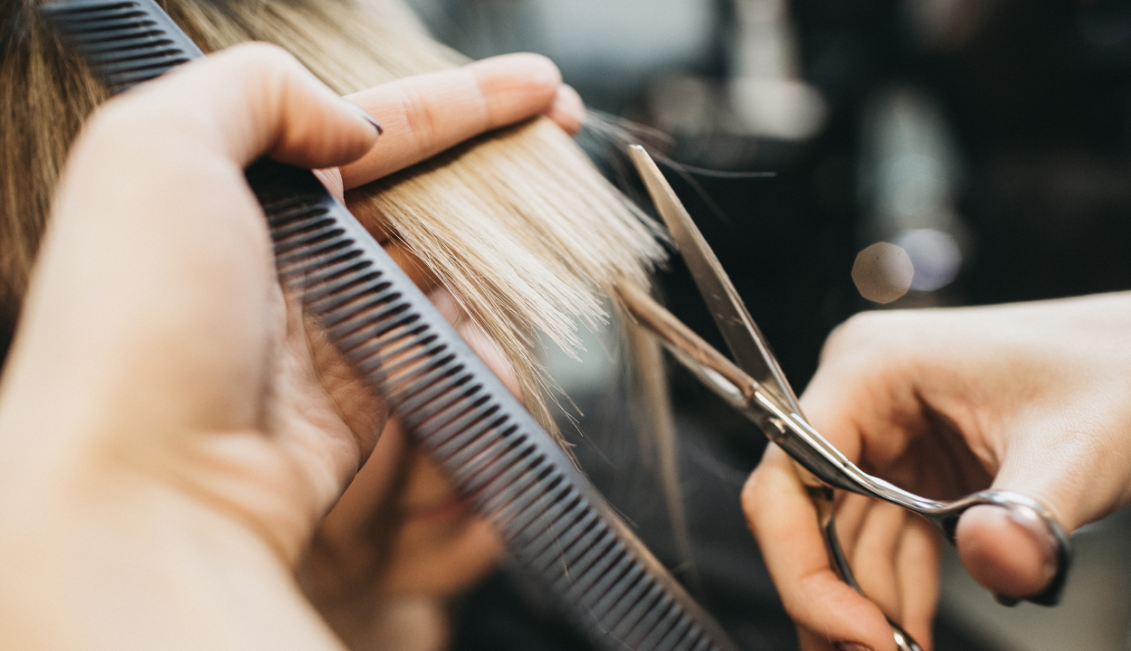 139 ember haját vágta két fertőzött fodrász, de senkit nem fertőztek meg