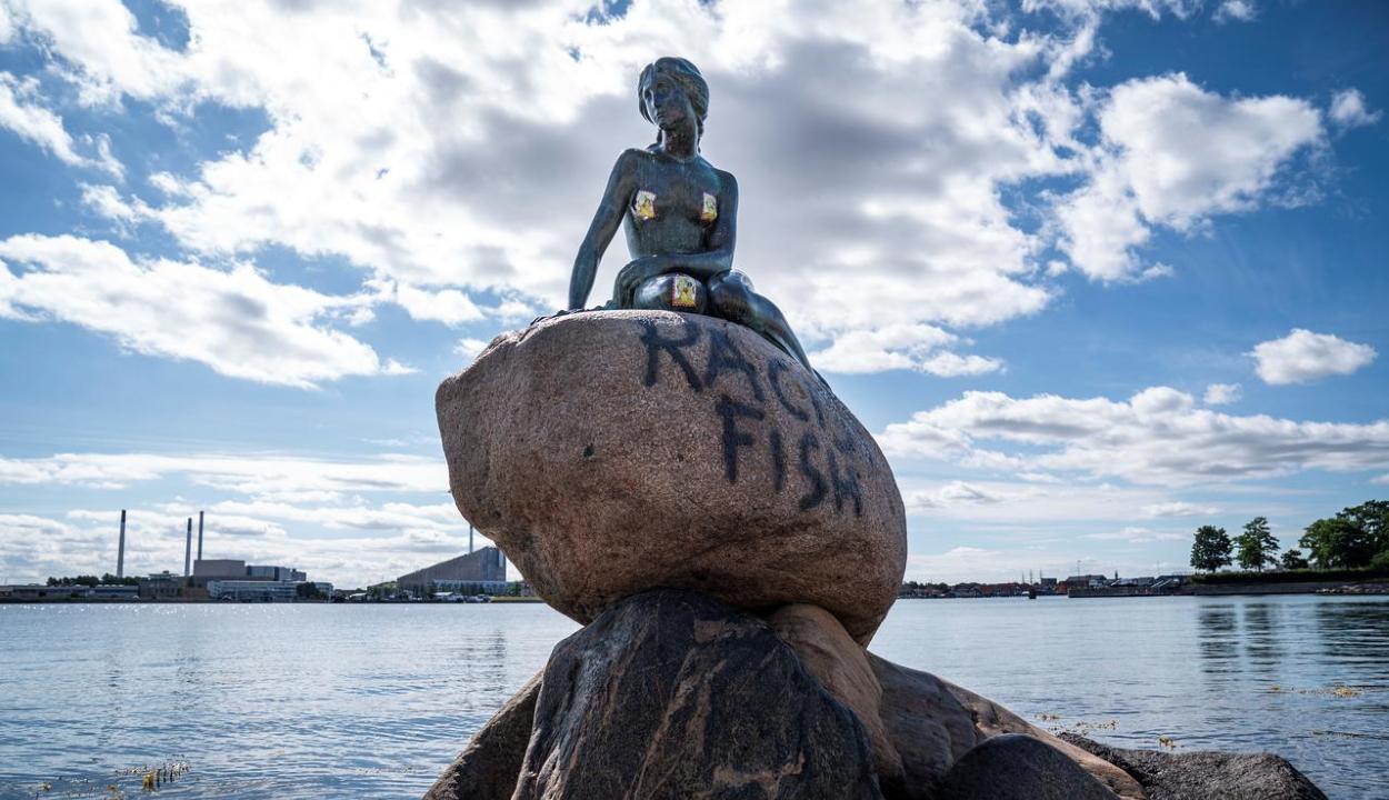 Rasszista hal – írták a Kis hableány szobrára