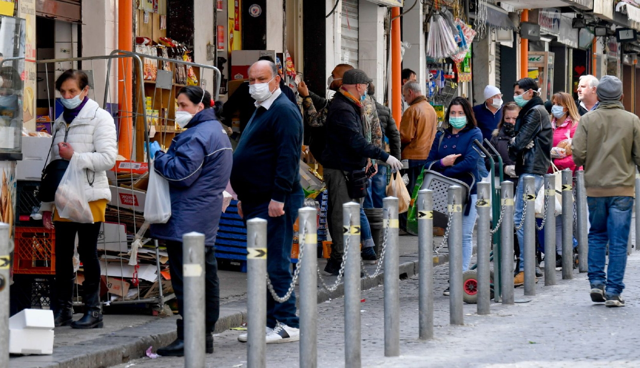 Olaszország döntött: már az utcán is kötelező a szájmaszk