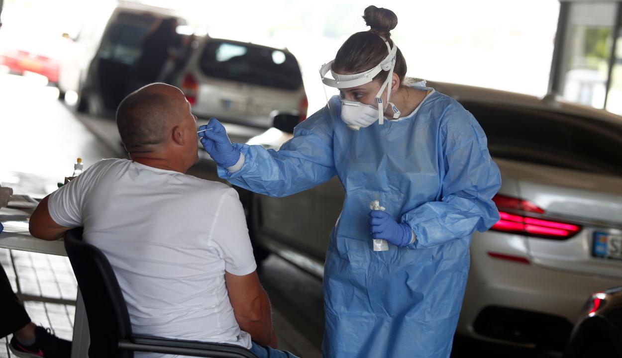 Koronavírus-gyorstesztnek vetik alá azokat, akik Promachonasnál lépnek be Görögországba
