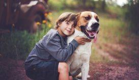 Boldogabbak azok a gyerekek, akik kutya mellett nőnek fel