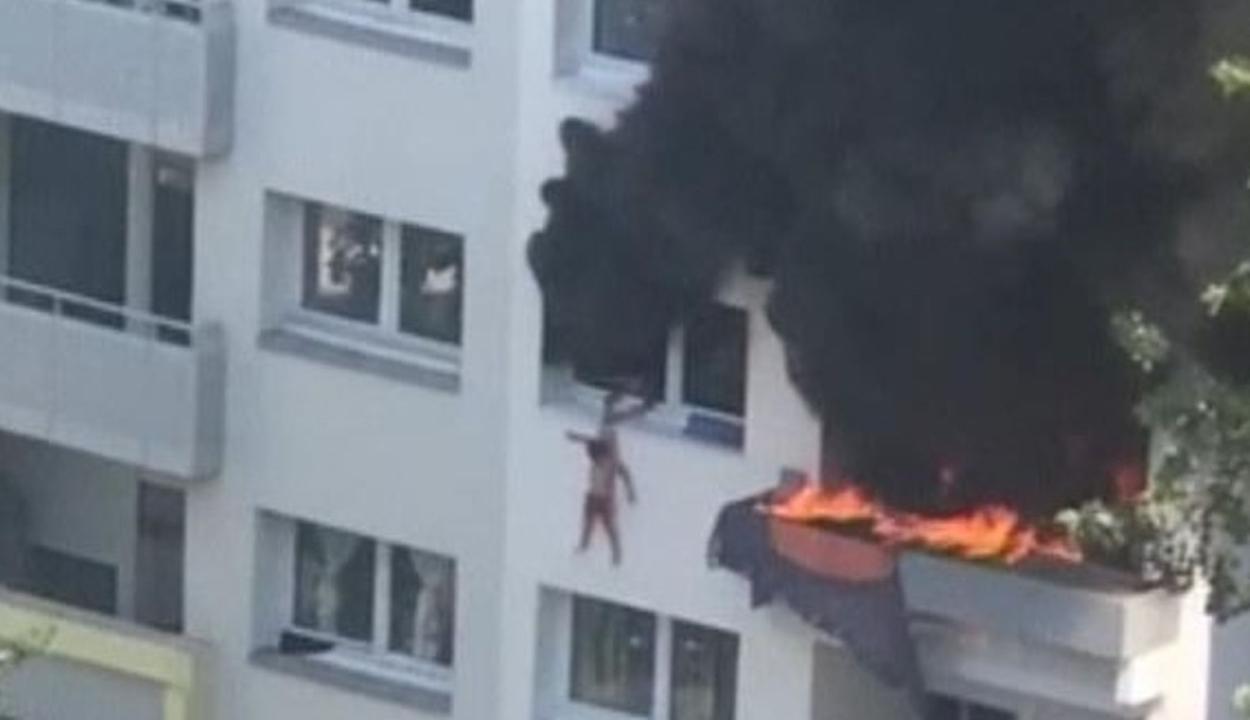 Kiugrott a harmadik emeletről két gyerek, hogy megmeneküljenek a tűztől