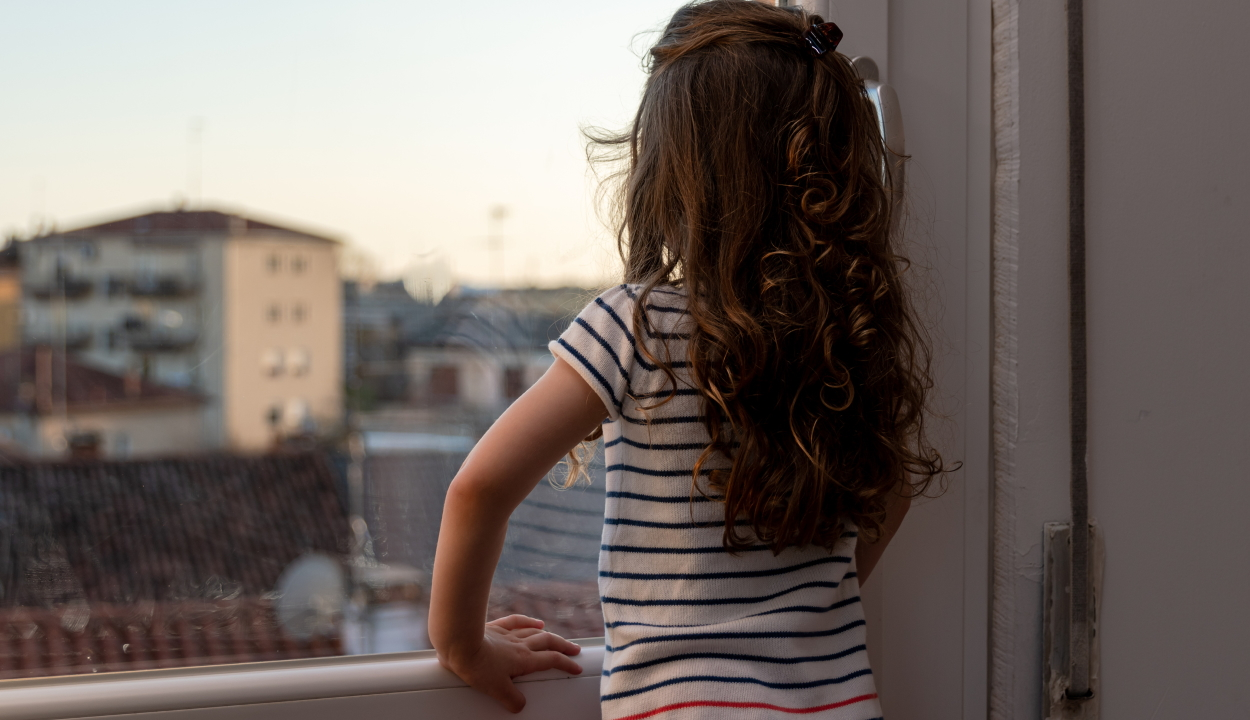 Önként feküdt be a kórházba egy 12 éves lány, hogy megóvja édesanyját a koronavírustól