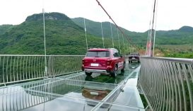 Átadták a világ leghosszabb üveghídját Kínában
