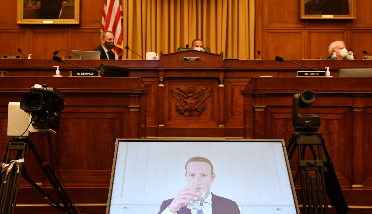 Amerikai törvényhozók szerint túl nagy befolyásra tett szert a négy legnagyobb internetes cég