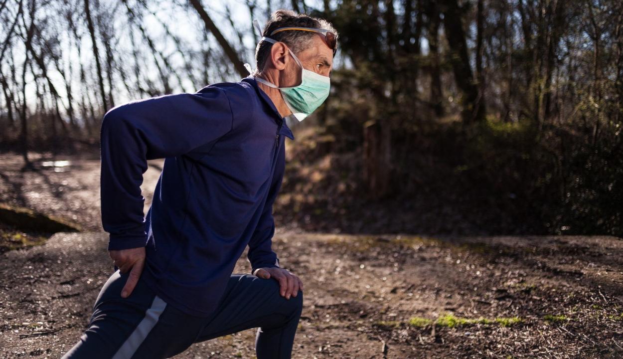 35 kilométert futott maszkban egy orvos, hogy megcáfolja az álhíreket