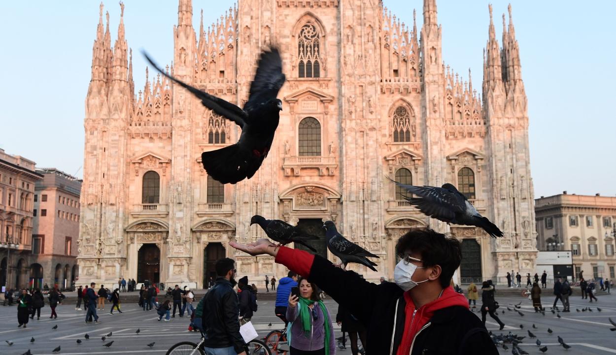 Betiltották a dohányzást Milánó közterein
