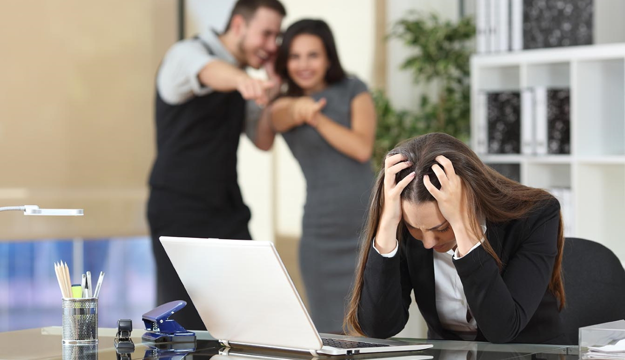 Kihirdette az elnök a munkahelyi erkölcsi zaklatás elleni törvényt