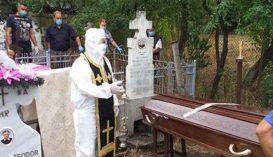 Tetőtől talpig védőfelszerelésben temetett egy ortodox pap