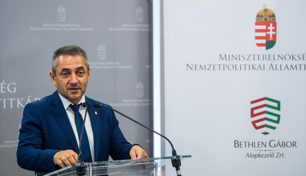 Több mint kétmilliárd forintos támogatást kapnak Budapestről a külhoni magyar közösségek