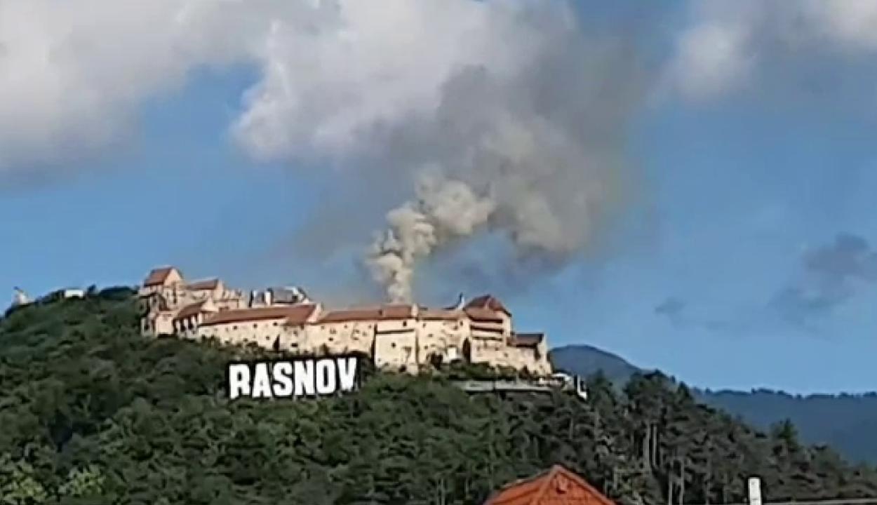 Tűz ütött ki vasárnap délután a rozsnyói várban