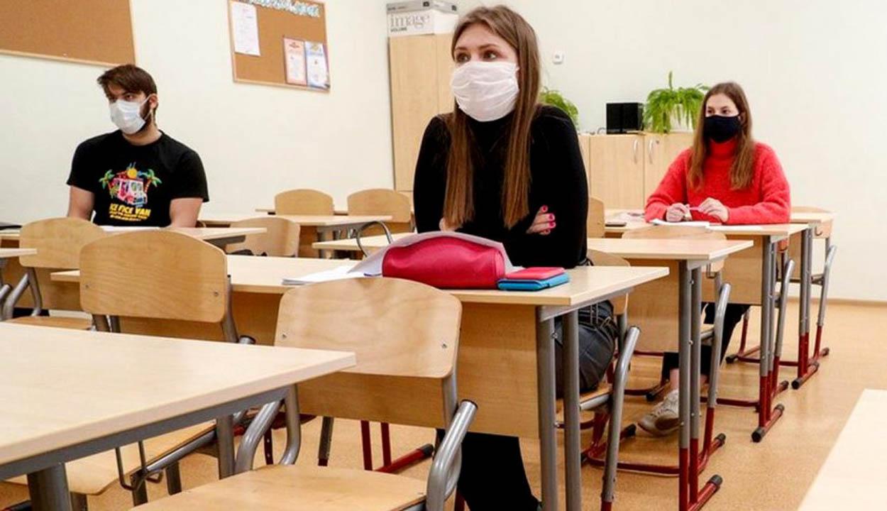 Egymás után zárnak be a magyar iskolák a fertőzések miatt