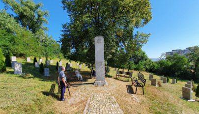 Új síremlék készül