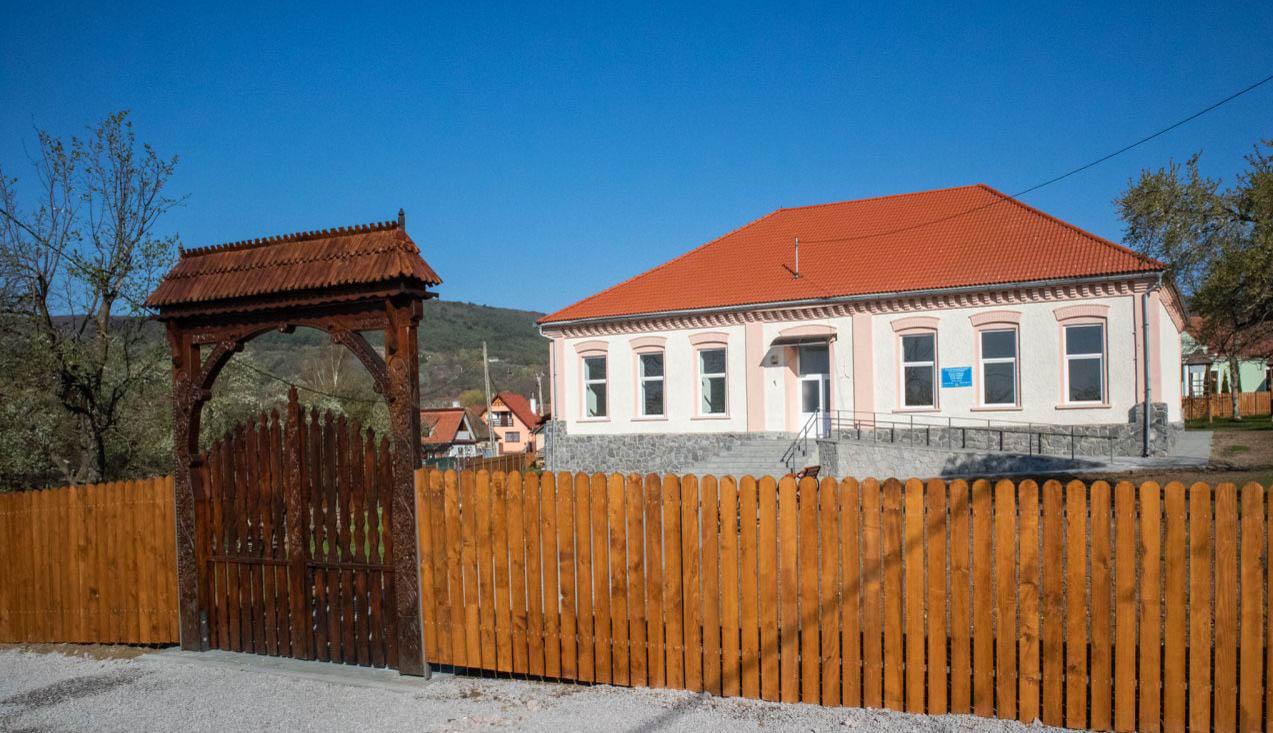 Felújított óvoda és iskola