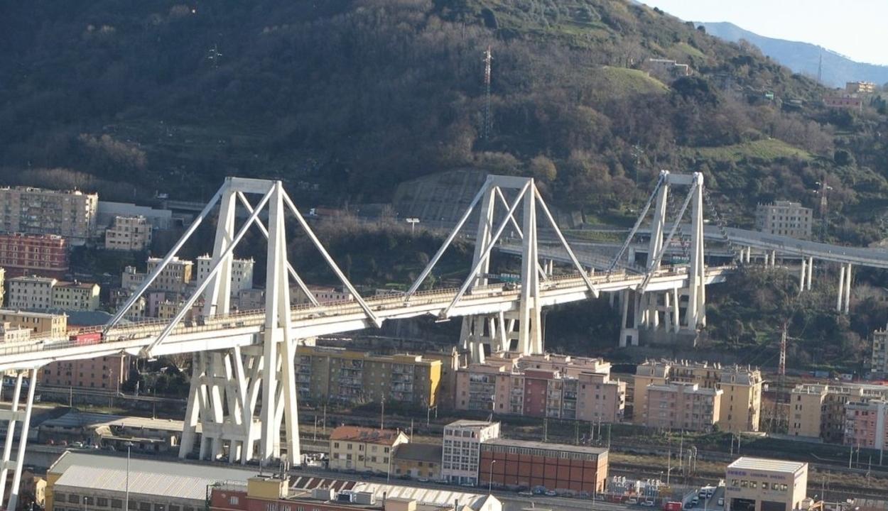 Ma adják át az újjáépített genovai hidat