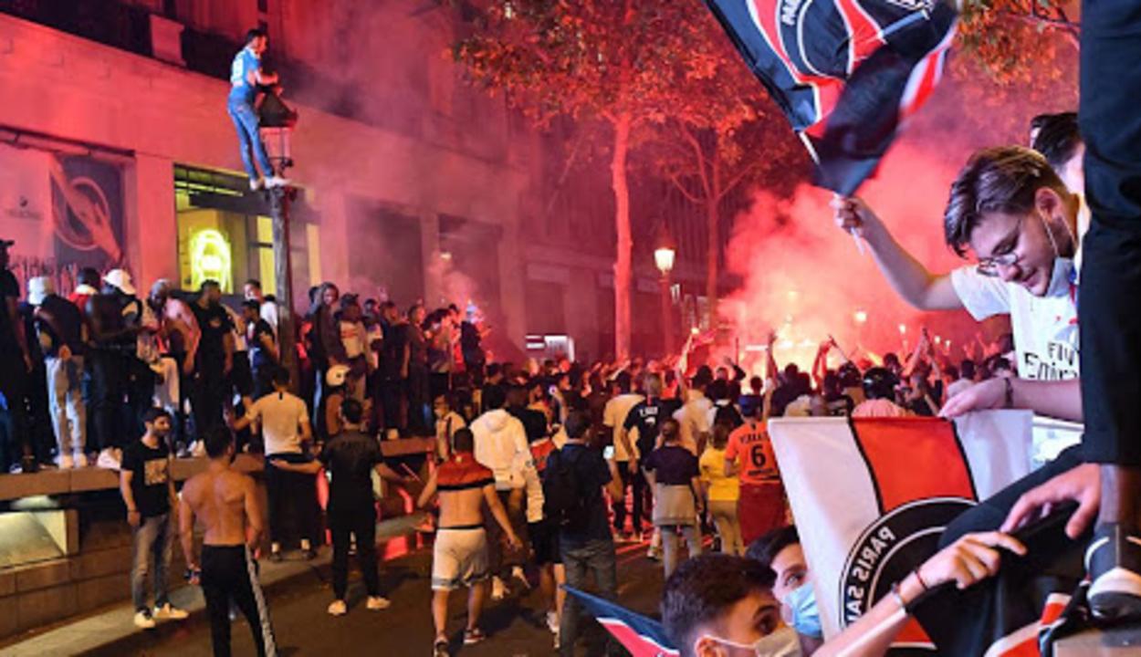 Lángba borult Párizs az elvesztett BL-döntő után