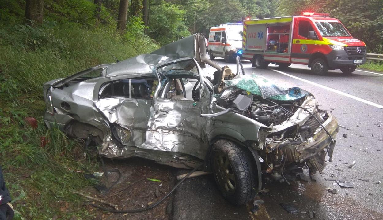 FRISSÍTVE: Két személy vesztette életét egy balesetben az Ojtozi-szorosban