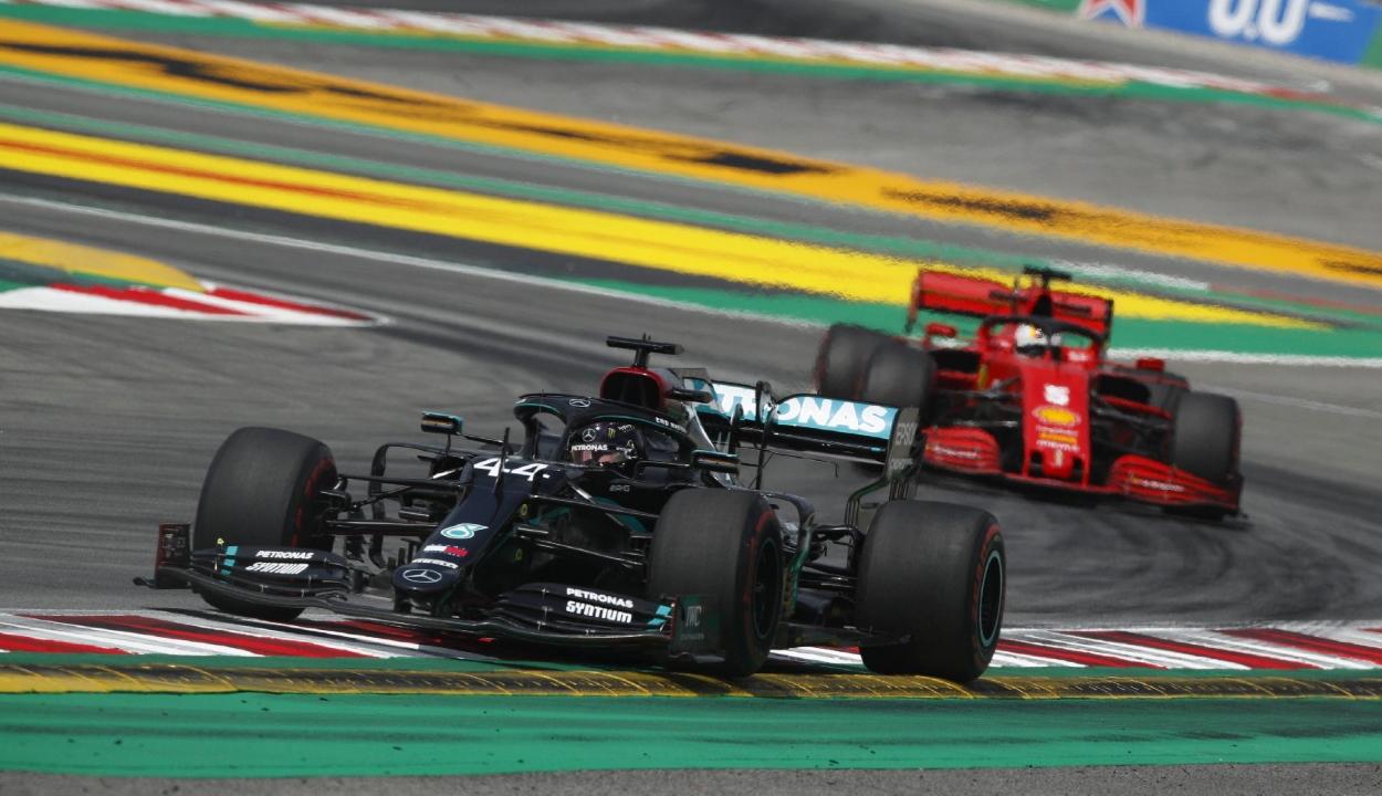 Forma-1: Hamilton rajt-cél győzelmet aratott Spanyolországban