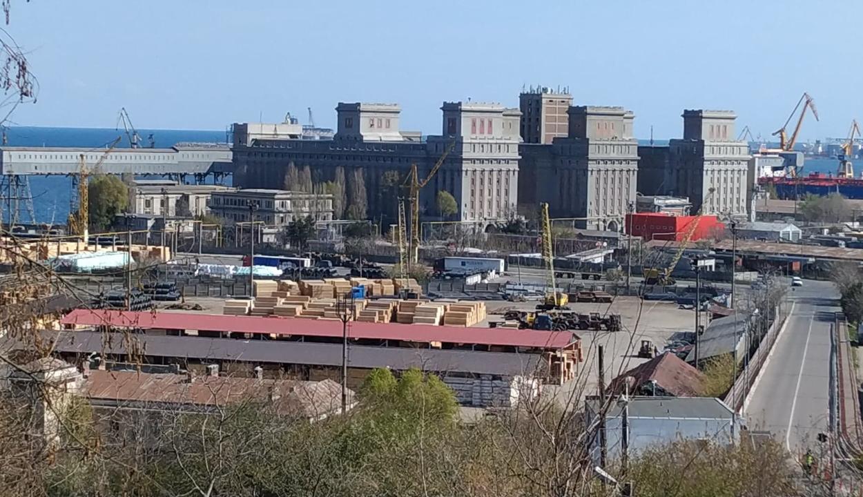 26 ezer tonna ammónium-nitrátot tárolnak a romániai tengeri kikötőkben