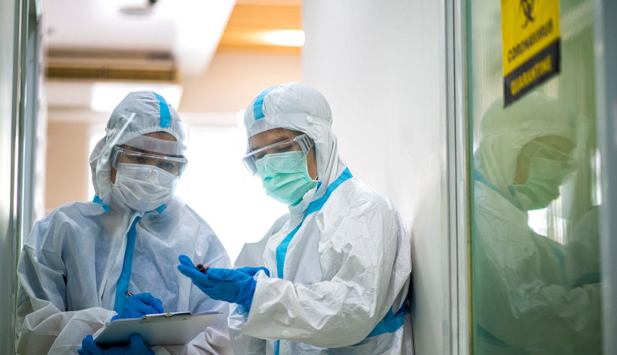 1415 új koronavírusos megbetegedést jelentettek; 65.177-re nőtt a fertőzöttek száma