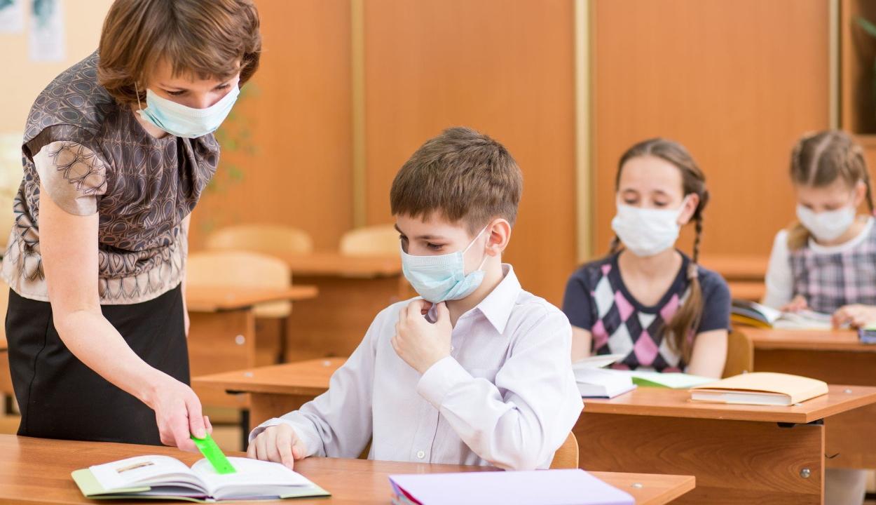 Kötelező lesz a védőmaszk használata ősztől az iskolákban