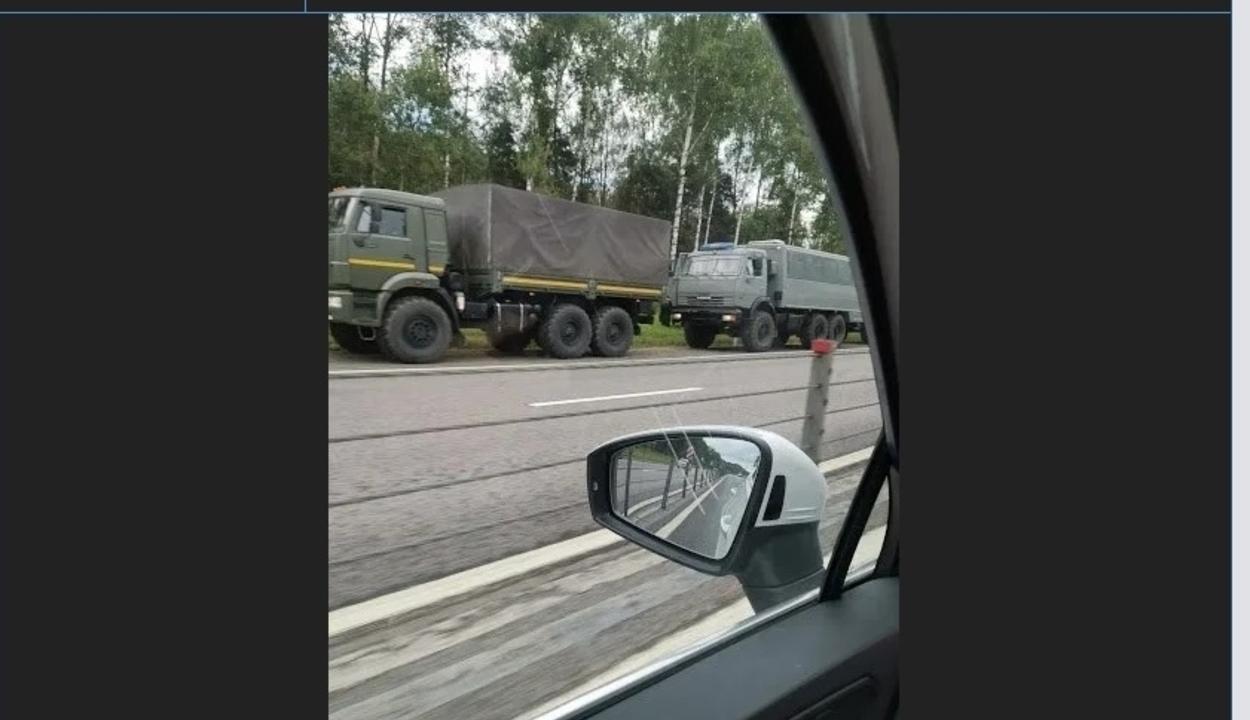 Orosz rendvédelmi egységek indultak meg hajnalban Belarusz felé