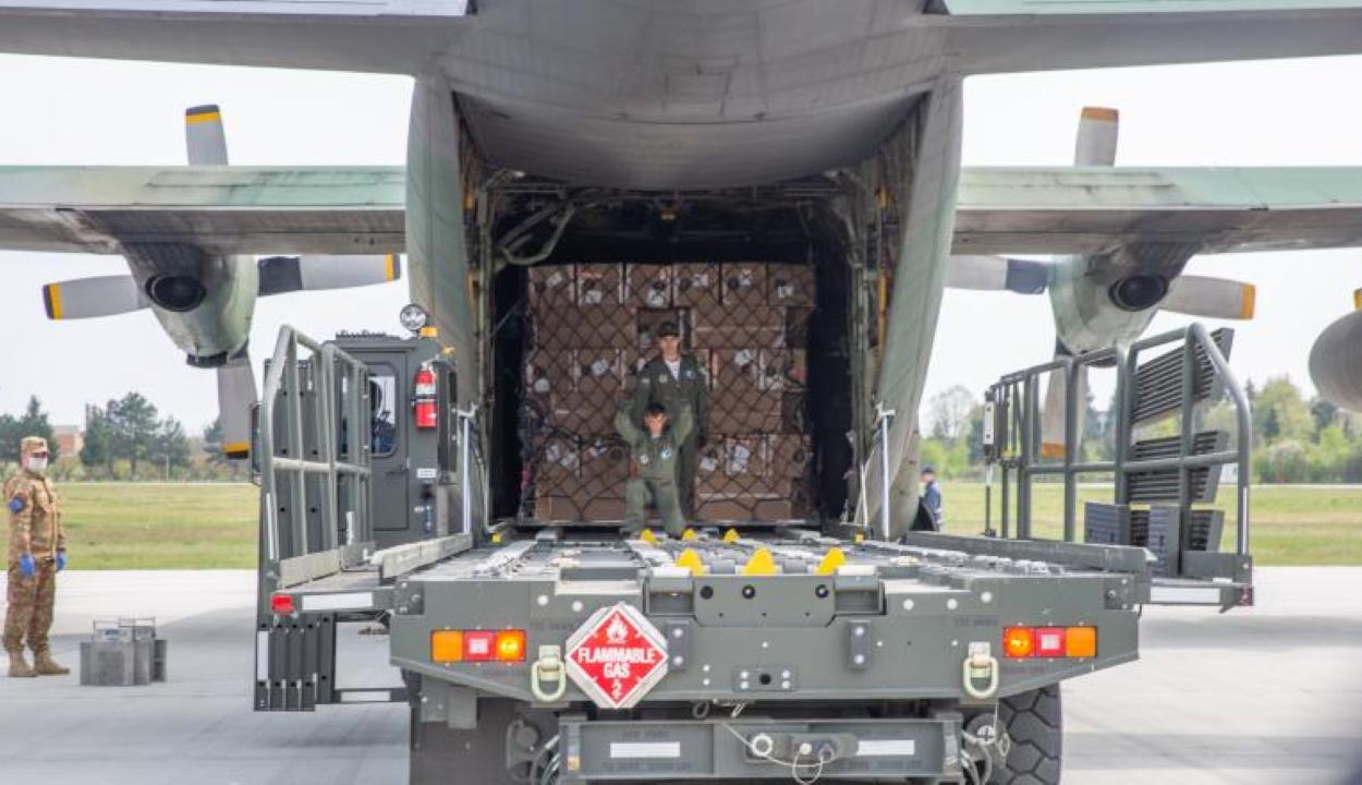 Nyolc tonna egészségügyi felszerelést küld Románia Libanonba