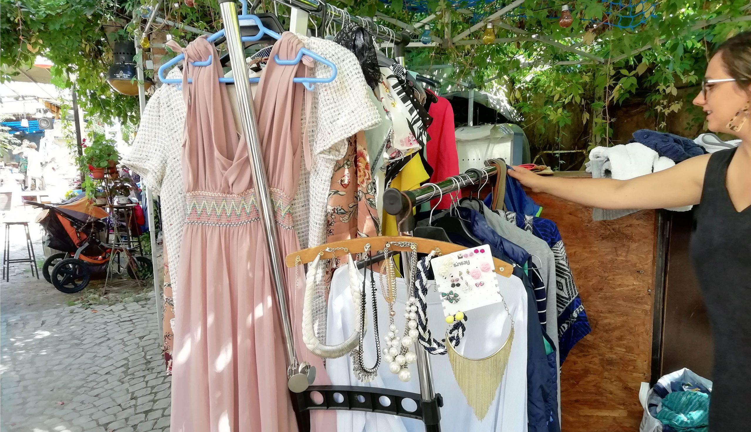 150 milliárd eurónyi eladásra váró ruha áll a világ raktáraiban és üzleteiben