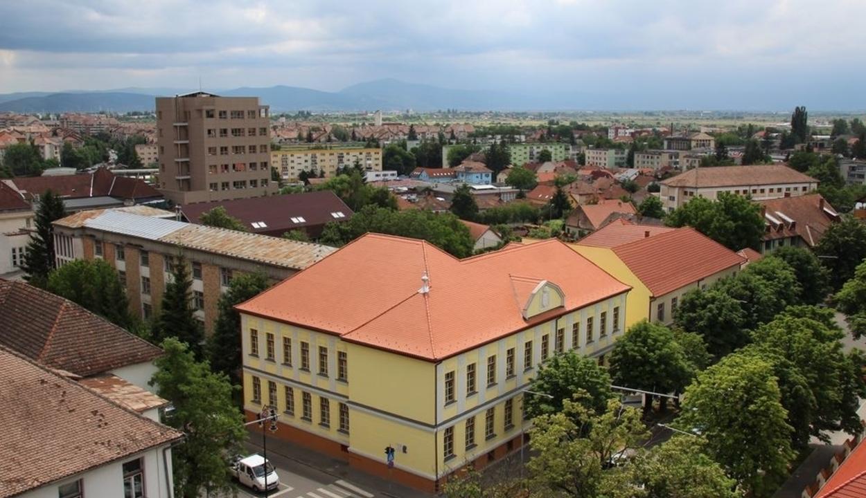 Sepsiszentgyörgyön sárga, Kézdivásárhelyen zöld forgatókönyv szerint folytatódik az oktatás