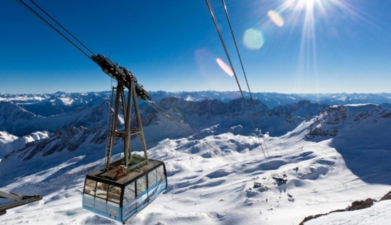 Félméteres hó az Alpokban: kezdődik a síszezon?