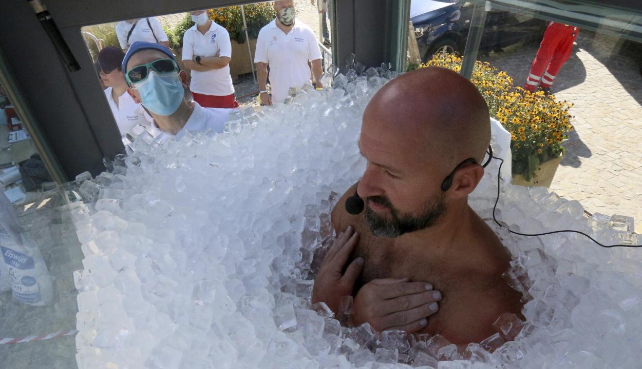 Több mint két és fél órát töltött jégbe zárva egy osztrák extrémsportoló