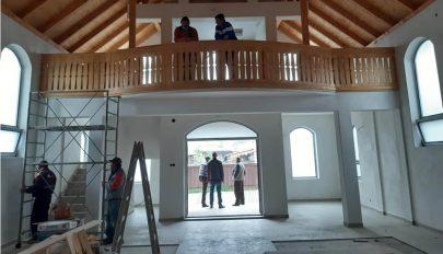 Halad a templomépítés