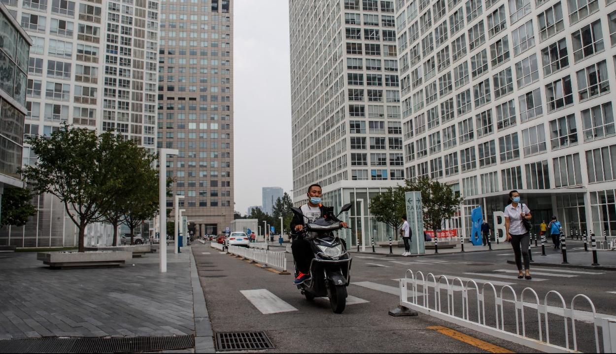Két fertőzött miatt lezártak egy egész várost Kínában