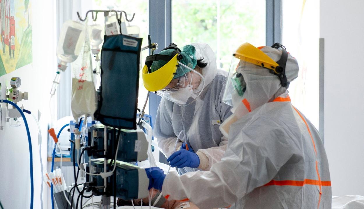 Koronavírus: még soha nem haltak meg ennyien egy nap alatt Magyarországon