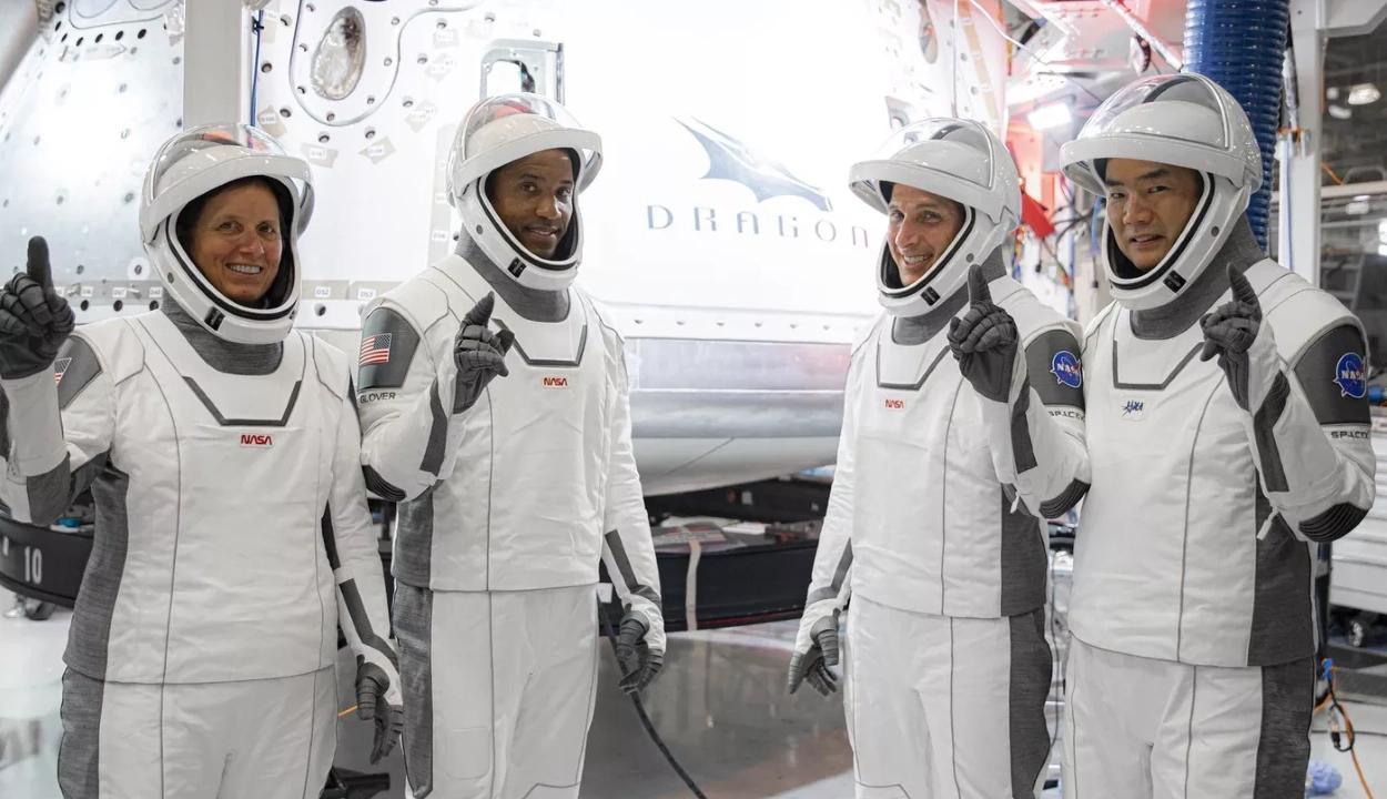 Megismételné a történelmi sikerét a SpaceX, négy űrhajóst vinne a Nemzetközi Űrállomásra
