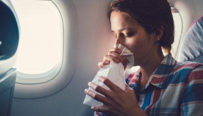 Ez lehet a megoldás, ha rosszul van a repülőn