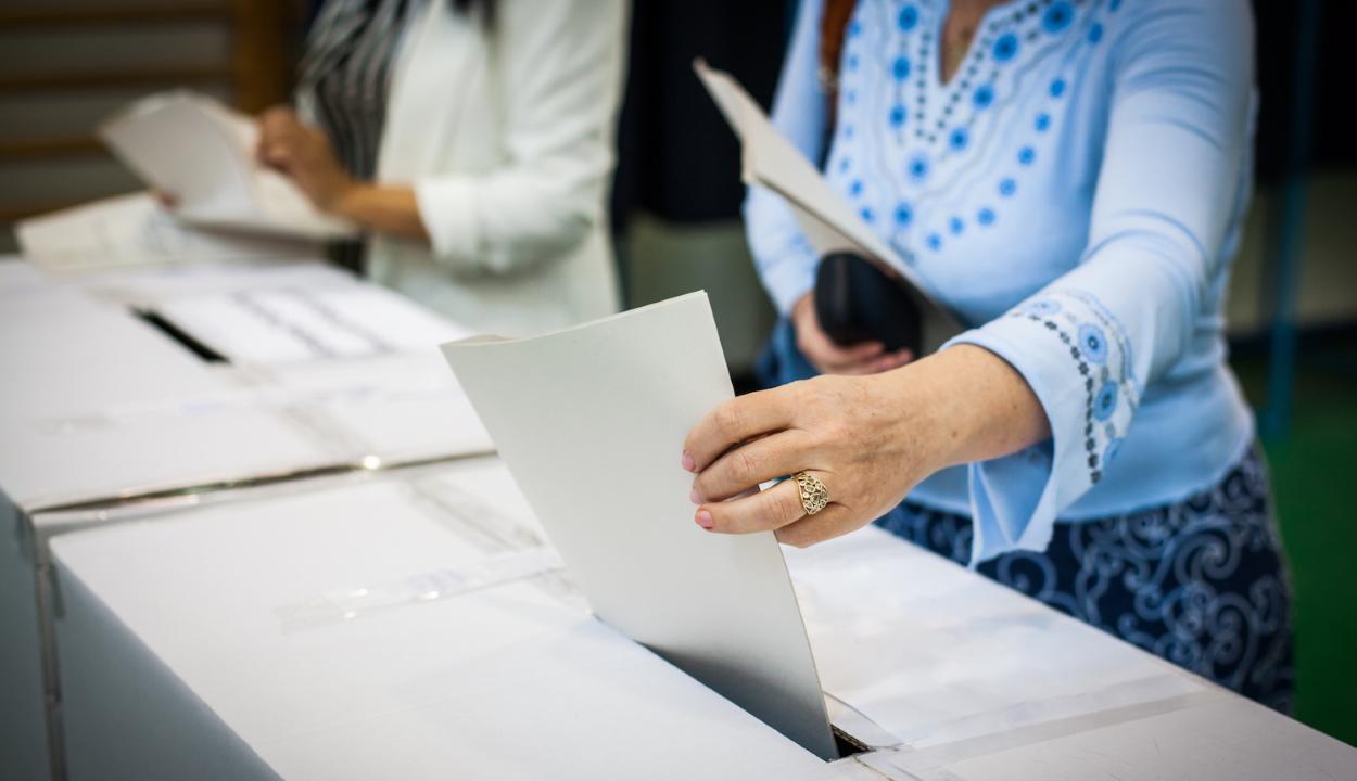 Szombat reggelig mintegy 21.500 külföldön élő román állampolgár adta le voksát