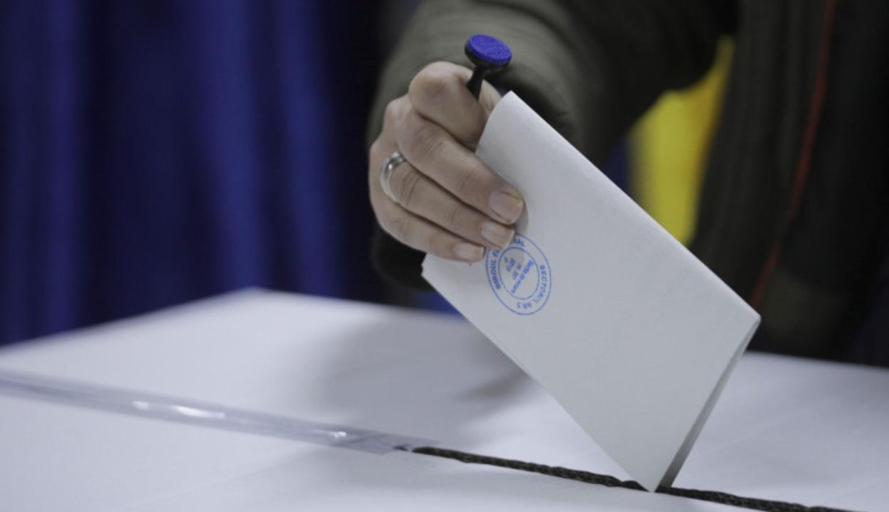Több mint tizennyolcmillió szavazó szerepel az állandó választási névjegyzékben