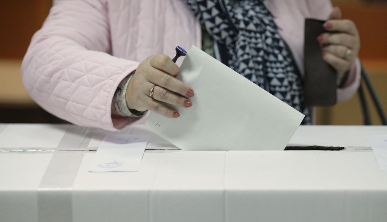 Szokatlan rendellenességek is történtek a vasárnapi választásokon